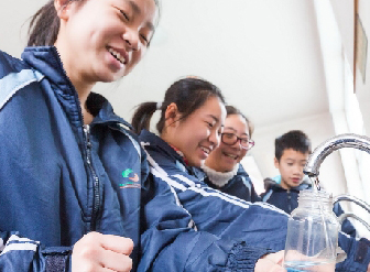 北京虎城中学:宏华智能温开水器 好用又环保