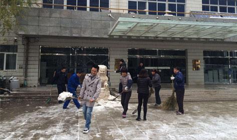 北京迎来强降雪,北京宏华电器开展扫雪行动
