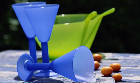 开水器厂家北京宏华电器告诉您:如何正确选购塑料水杯