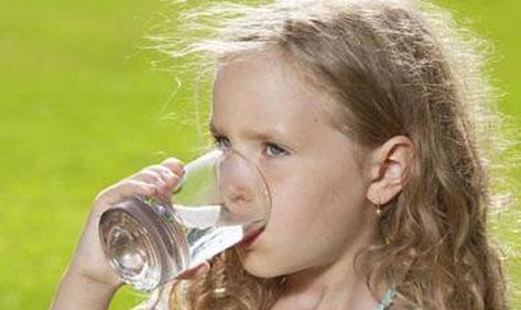 暑假忙什么?宏华电器安装学校用温开两用饮水机进行中.......