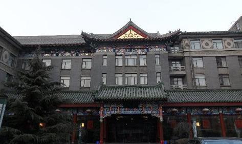打造健康生活品质-华侨饭店选用了宏华电烧开水器