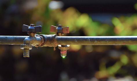 宏华卡接式净水器温馨提示:水污染日益严重,孩子饮水需讲究