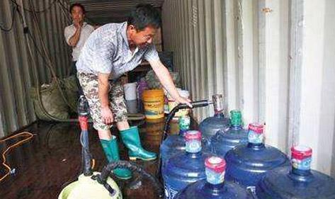 直饮水机厂家宏华电器提醒:桶装水质量让人堪忧,你还在喝吗?