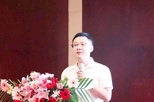 宏华电器区域经理殷永涛先生做宣讲